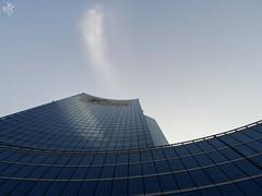 La nuvola solitaria. Milano (diegoavanzi) Tags: milano milan italia italy sony hx300 bridge lombardia lombardy palazzo torre tower grattacielo skyscraper nuvola clouds