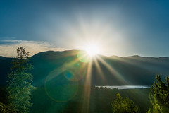 Sunrise in Grand Lake Colorado (Phila Broich) Tags: landscape colorado grand lake mountains sunrise flares rays light water trees forest park