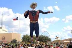 Big Tex - State Fair of Texas. Dallas,Texas. (Rob Sneed) Tags: usa texas dallas fairpark cottonbowl statefairoftexas bigtex original icon iconic monument dickies texasflag statefair ferriswheel crowd texana americana lonestar historic roadtrip westernwear cowboy boots dallascounty