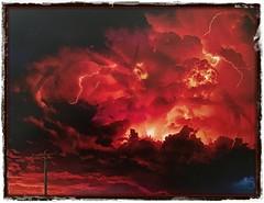 Un cielo en llamas (Vilchez57) Tags: foto fotografía fotógrafo cielo rojo tormenta rayos relámpagos sol nubes photoshop surrealismo vilchez57