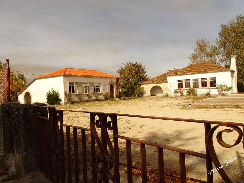 Águas Frias (Chaves) - ... a (ex) escola e cantina escolar ...