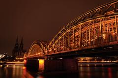 Kölle by night (Betrachtungsweisen) Tags: 2018 eos77d köln nachtfotografie langzeitbelichtung hohenzollernbrücke kölnerdom