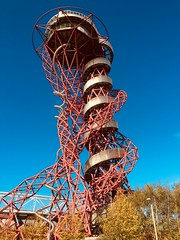 ArcelorMittal Orbit at Queen Elizabeth Olympic Park London. (Bennydorm) Tags: city urban inghilterra inglaterra angleterre europe uk gb britain england london sky bluesky iphone6s octobre october stratford twisted spiral shapes olympicpark 2012 olympicgames olympics london2012 attraction helterskelter metal construction orbit