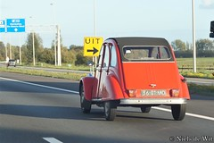 1969 (?) Citroën AZ (NielsdeWit) Tags: nielsdewit car vehicle citroën az 2cv driving highway a12 red eend duck 3601md