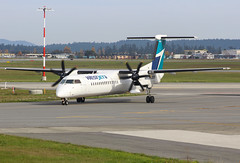 C-FENY WestJet Encore Bombardier Q400@YYJ 27Oct18 (Spotter Brandon) Tags: cfeny encore westjet westjetencore bombardier q400 dash8 yyj cyyj victoria