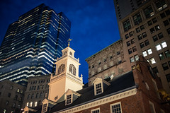 Old State House, Boston (antoinedellenbach.com) Tags: classic canon eos vintage automobile lightroom usm usa color photography roadtrip cruise cruising 6d 6d2 6dmark2 35mm atmosphere boston massachussetts building skyscraper high city america statehouse night