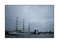 Le mire à Rouen (SiouXie's) Tags: color couleur fujixe2 fuji fujifilm siouxies 1855 55200 bateau mire voilier boat seine pont