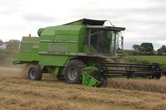Deutz Fahr Topliner 4065 HTS Combine Harvester cutting Spring Barley (Shane Casey CK25) Tags: deutz fahr topliner 4065 hts combine harvester cutting spring barley sdf df green bartlemy samedeutzfahr deutzfahr grain harvest grain2018 grain18 harvest2018 harvest18 corn2018 corn crop tillage crops cereal cereals golden straw dust chaff county cork ireland irish farm farmer farming agri agriculture contractor field ground soil earth work working horse power horsepower hp pull pulling cut knife blade blades machine machinery collect collecting mähdrescher cosechadora moissonneusebatteuse kombajny zbożowe kombajn maaidorser mietitrebbia nikon d7200
