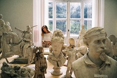 Rome, Moderna Museum (kunderwet) Tags: people sculpture rome italy 35mm film analogue analog konica konicahexaraf moderna museum