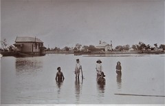 Flood waters in Coonamble, N.S.W. - 1910 (Aussie~mobs) Tags: coonamble flood 1910 vintage australia newsouthwales house home residence children family devastation inundation kingdon aussiemobs