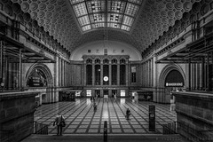 Going Home (henny vogelaar) Tags: germany leipzig station hauptbahnhof centralstation bw architecture streetphotography
