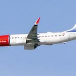 D8 4960 Norwegian 737-800 thumbnail