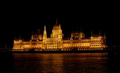 Parlamento iluminado (jmromara) Tags: budapest night lights buildings