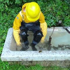 Vass-Badewanne9503 (Kanalgummi) Tags: chest waders wathose oilskins ölzeug rubber gloves gummihandschuhe toilet sewer worker égoutier kanalarbeiter
