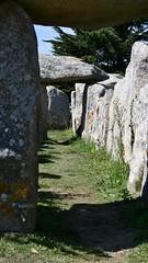 Dolmens et Menhirs (TarValanion) Tags: bretagne finistère pierre roche megalithes dolmen