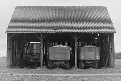 barn 1 (Lennart Arendes) Tags: kodak analog 35mm bw field fields barn scheune felder trix rodinal country revueflex sc2 old abandoned verlassen dark sad 400