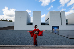 Modern Japanese style (at SHOJI UEDA MUSEUM OF PHOTOGRAPHY) (HarQ Photography) Tags: fujifilm fujifilmxseries xt2 xf1024mmf4rois portrait conceptual red kimono japan tottori shojiuedamuseumofphotography