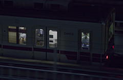 Tokyo 4483 (tokyoform) Tags: tokyo tokio 東京 日本 tokyoform chrisjongkind japan night nuit nacht noche 夜 夜晚 dark train 電車 railway conductor रेलवे железнодорожный поезд سكةحديدية قطار транзит vậnchuyểnnhanh tránsito tránsitorápido transit rapidtransit masstransit publictransit 大量輸送 运输 subway metro 地铁 地下鉄 метро tàuđiệnngầm मेट्रो jreastjapan jr東日本
