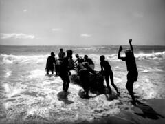 Quién puede convencer al mar  para que sea razonable?- Neruda (Lewitus) Tags: ellibrodelaspreguntas hasselblad500c scannednegative brazil copacabana