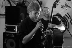 Felix Kramer & Band (jazzfoto.at) Tags: salzburg musicfestival musikfestival taketheatrain taketheatrainfestival taketheatrain2018 festival konzert musiker musik music bühne concerto concierto конце́рт jazzfoto jazzphoto markuslackinger sony salisburgo salzbourg salzburgo austria autriche blitzlos ohneblitz noflash withoutflash sonyalpha sonyalpha77ii alpha77ii sonya77m2 sw bw schwarzweiss blackandwhite blackwhite noirblanc bianconero biancoenero blancoynegro zwartwit pretoebranco musikfestval ttat ttat2018 ttat18 taketheatrainsalzburg bahnhoffestival bahnhoffestivalsalzburg jazzsalzburg wwwjazzfotoat jazzfotos jazzphotos jazzlive livejazz konzertfoto concertphoto liveinconcert concert
