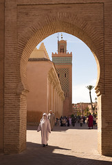 Eternal Morocco (Sizun Eye) Tags: maroc morocco marrakech mosquée mosque gate porte tradition minaret africa sizuneye people nikond750 nikon50mmf18 mosquéemoulayelyazid moulayelyazid