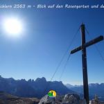 01 On Top of Schlern 2563 m - Blick auf den Rosengarten und den Latemar thumbnail