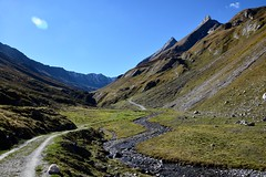 Paisible et isolé - Peacefully isolated (CHAM BT) Tags: vallee chemin encaisse isole sommet neige ferme refuge riviere eau paix tranquilite silence pierre rocher valley path isolated summit snow farm hut river water peace tranquility stone rock suisse swiss valais fantasticnature