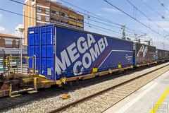 Caixa mòbil (Escursso) Tags: adif catalunya mercancias molletsantfost renfe spain 253098 traxx ford tunnel express eurotunel transfesa