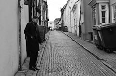 Forgotton Street (Bury Gardener) Tags: 2018 nikond7200 nikon england eastanglia uk britain snaps suffolk streetphotography street streetcandids strangers people peoplewatching folks candid candids bw blackandwhite