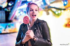 Justyna (Mickael Shooting Stars) Tags: rouge modele mannequin pose foire lille manege attraction lumiere couleurs sucette bonbon pin up retro vintage fete d750 naturelle