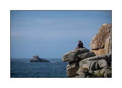 Sur un rocher (SiouXie's) Tags: color couleur fujixe2 fuji fujifilm xe2 55200 siouxies bretagne brittany porspoder mer sea littoral