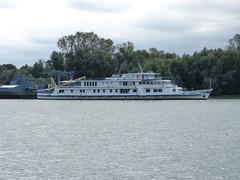 Ceauşescu egykori protokoll hajója (ossian71) Tags: romania románia dobrudzsa dobrogea duna vízpart water river folyó hajó ship közlekedés traffic dunadelta delta