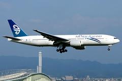 Air New Zealand | Boeing 777-200ER | ZK-OKG | Osaka Kansai (Dennis HKG) Tags: newzealand airnewzealand anz nz aircraft airplane airport plane planespotting staralliance canon 30d 70200 osaka kansai rjbb kix boeing 777 777200 boeing777 boeing777200 777200er boeing777200er zkokg