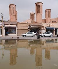 windvanger, traditionele ventilatie - Yazd, Iran (peter.velthoen) Tags: ventilatie water iran spiegeling straat winkels auto road car building shaft yazd zoreaster یزد بادگیر windvanger bâdgir petervelthoen