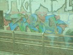 ovunque proteggi (en-ri) Tags: edro uao crew nero verde azzurro roso arrow torino wall muro graffiti writing