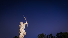 Gwiazdy, Białystok (georgewroc) Tags: podlasie podlachia bialystok białystok polska poland polen pologne polonia europa eu europe polskawschodnia lumix gx8 mft m43 noc night gwiazdy stars outdoor rzeźba sculpture niebo sky europawschodnia branicki ogród micro43