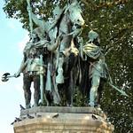 Ile de la Cité - La statue de Charlemagne et de ses Leudes sur le Parvis Notre-Dame thumbnail