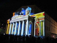 Light show on the facade of the Bolshoi Theatre (VERUSHKA4) Tags: canon europe russia moscow city cityscape vue view ville september autumn facade colonnada column evening lighting light darkness decor decoration art modernart lightfestival people show lightshow street square outdoor farole streetlamp building arch architecture