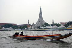 James Bond style Long-tail boat - Chao Phraya River, Bangkok, Thailand 2018 (Dis da fi we) Tags: james bond style longtail boat chao phraya river bangkok thailand wat arun temple dawn