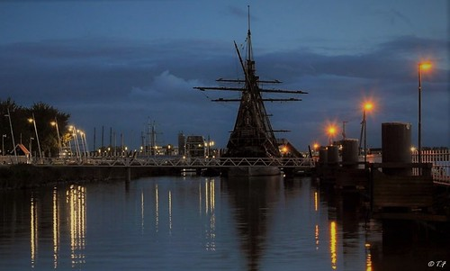 Batavia Lelystad by night