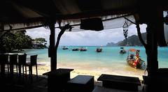 I like to relax (Stefan Wirtz) Tags: kophiphi thailand meer ozean andamanensee longboat strand beach restaurant wasser pixoom