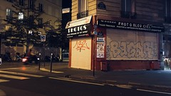 14-10-18 Rue de la Folie-Méricourt, 75010 (marisan67) Tags: night iphoneographie photodenuit 365projet picoftheday 2018 nightphoto paris photographie pola rue polaphone lights mobilephotographie photo photoderue iphonographer urban detail streetphoto 365project 365 urbanphotographie photodujour street projet365 streetphotographie lumière pictureoftheday iphoto instantané iphonography photooftheday light iphonegraphy iphonographie détail nuit streetphotographer cliché iphone