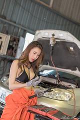 DSC_8447 (Robin Huang 35) Tags: 黃艾比 abbie 修車廠 泳裝 比基尼 bikini 修車服 人像 portrait lady girl nikon d850 車 car