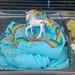 Himmelblaue Einhorn-Regenbogen Eiscreme mit bunten Streuseln