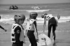 Canoé (soyer_rodrigue) Tags: noordzee nikon nikond5100 d5100 mer sea summer sport blackandwhite blackwhite bw noiretblanc noirblanc nb canoé people personnes plage beach