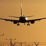 Boeing 737 @ Sunset thumbnail