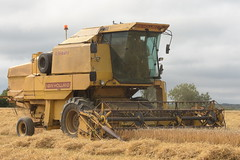 New Holland Clayson 8070 Combine Harvester cutting Spring Barley (Shane Casey CK25) Tags: new holland clayson 8070 combine harvester cutting spring barley rathcormac nh cnh newholland yellow grain harvest grain2018 grain18 harvest2018 harvest18 corn2018 corn crop tillage crops cereal cereals golden straw dust chaff county cork ireland irish farm farmer farming agri agriculture contractor field ground soil earth work working horse power horsepower hp pull pulling cut knife blade blades machine machinery collect collecting mähdrescher cosechadora moissonneusebatteuse kombajny zbożowe kombajn maaidorser mietitrebbia nikon d7200