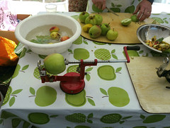The fiendish apple peeling, coring and slicing machine (karenblakeman) Tags: readingtownmeal forburygardens reading uk 2018 september food localcommunities apples readingfoodgrowingnetwork rfgn berkshire