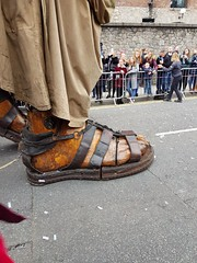 Giant's Foot (cn174) Tags: liverpool liverpoolgiants giants liverpoolsdream giantspectacular merseyside albertdocks canningdock dog xoxo babyboy littlegirl
