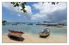 Cap Malheureux - (diaph76) Tags: exterieur paysage landscape mer eaudemer seawater sable sand îlemaurice mauritius plage beach bateaux boats barques personnes